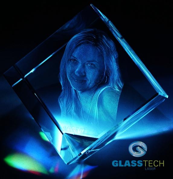 2b12f4836 3D portrét ve skleněné krychli 50 mm se sraženým rohem   GLASS-LASER.cz